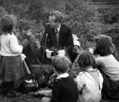 Leo Corduff with traveller children, Co. Mayo 1958.