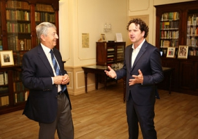 Diarmuid Gavin with Library Trustee, Philippe Blanchi