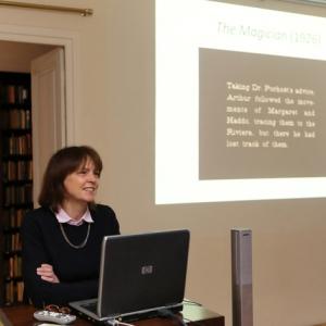 Dr Ruth Barton
